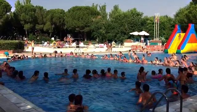 La mayor a de los usuarios de la piscina de verano de for Piscina de valdemoro